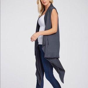 Tops - Sleeveless Cardigan with pockets